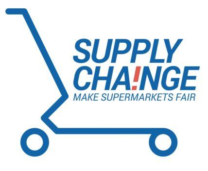 Logo der Supermarkt-Kampagne SUPPLY CHANGE mit Titel und einer schematischen Darstellung eines Einkaufswagens