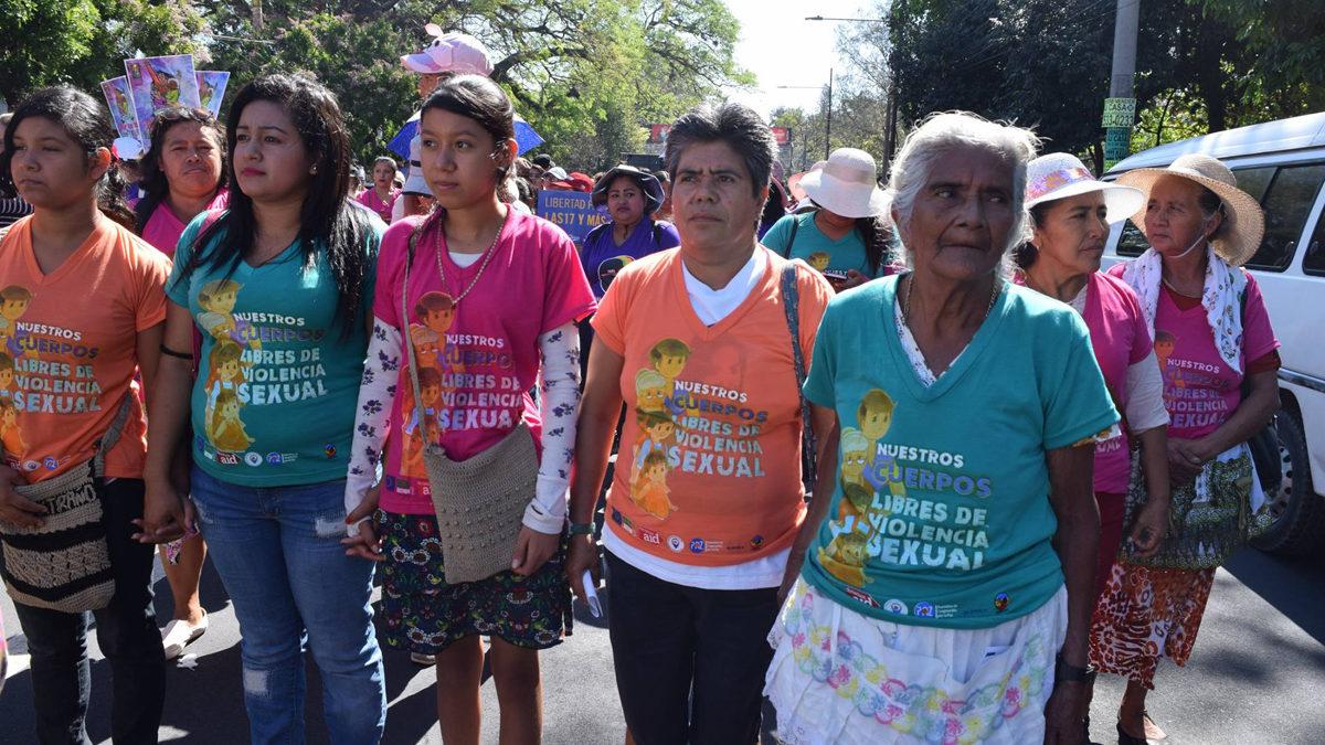 ORMUSA auf einer Demonstration gegen sexualisierte Gewalt