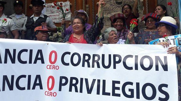 CONAVIGUA bei einer Demonstration gegen Korruption
