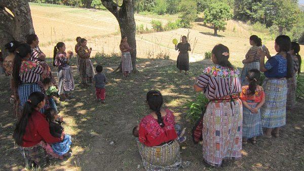 Bildungsworkshop von ADMI mit einer Frauengruppe