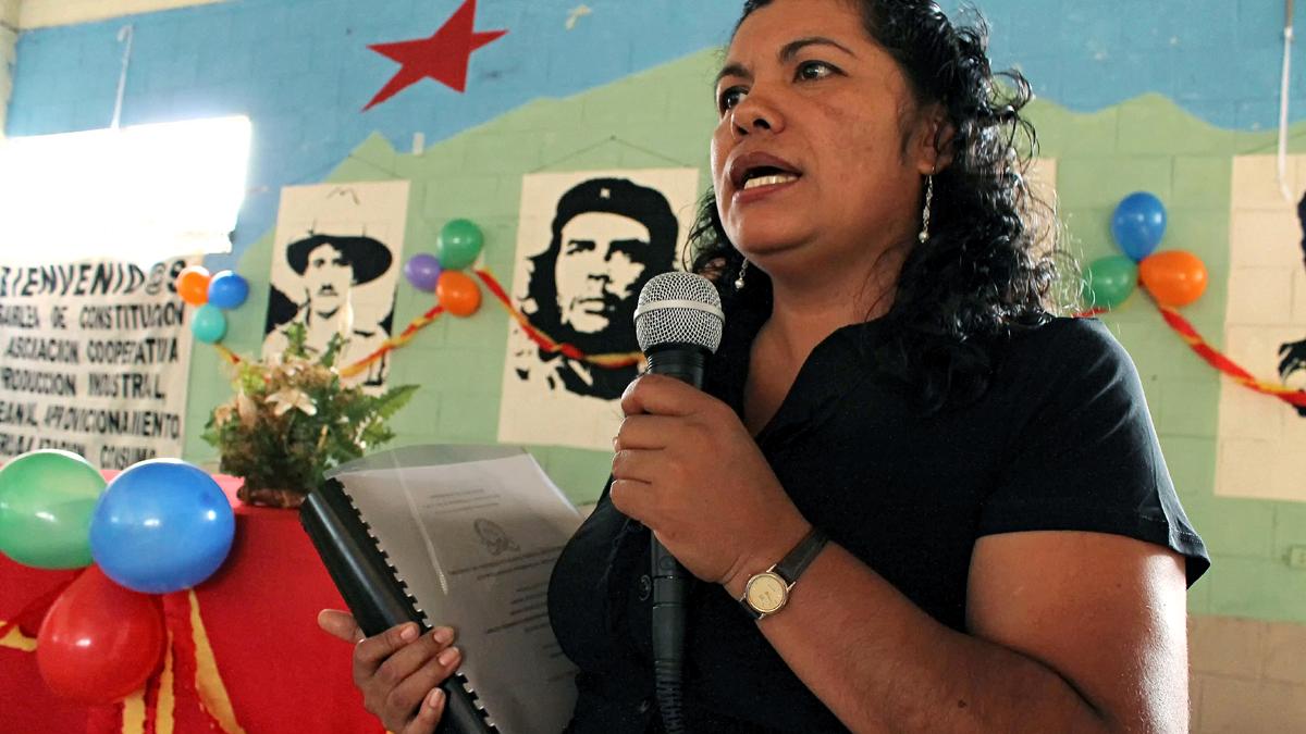 Estela Ramirez bei einem Vortrag