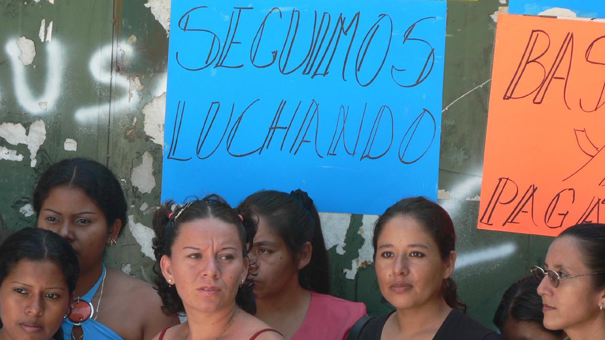 Fabriktor-Arbeiterinnen-Bekleidungsindustrie-Salvador-Copyright-CIR
