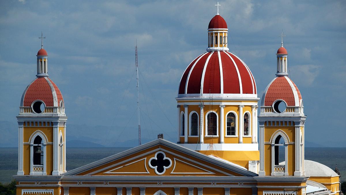 Fernaufnahme einer Kirche in Nicaragua.