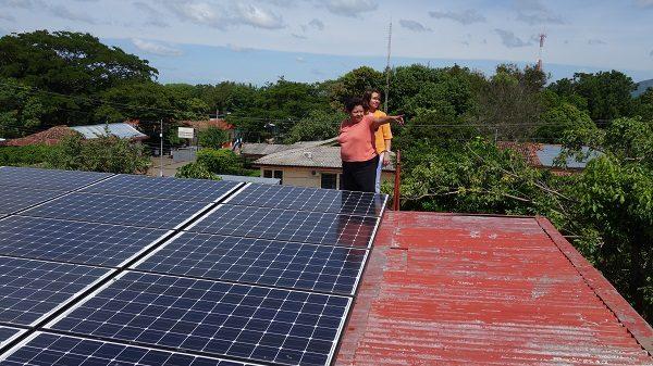 Solaranlage-auf dem Dach von XochiltAcatl, Nicaragua