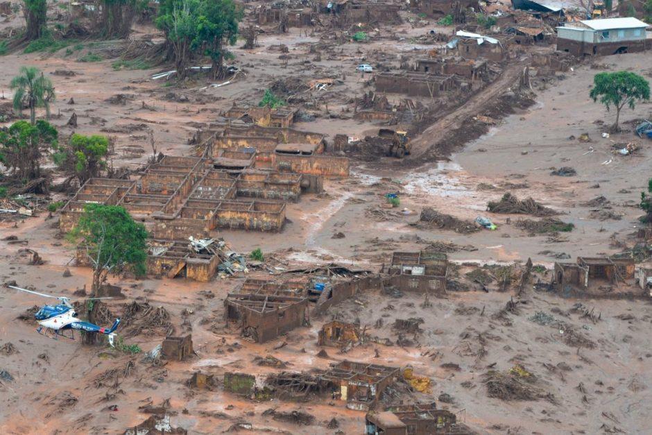 Zerstörtes Dorf nach Dammbruch