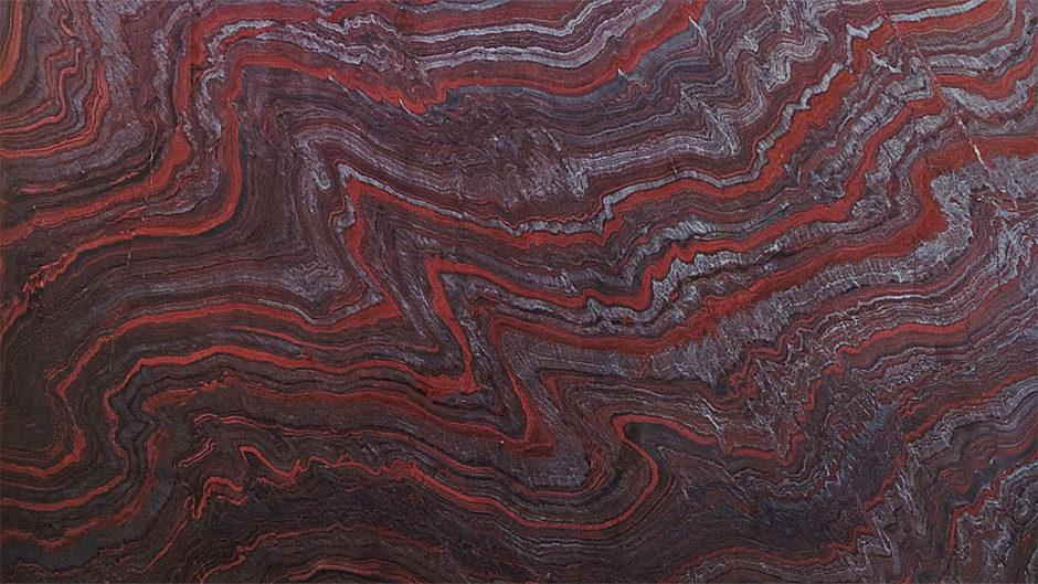 Rote und graue Streifen einer Eisenerzformation