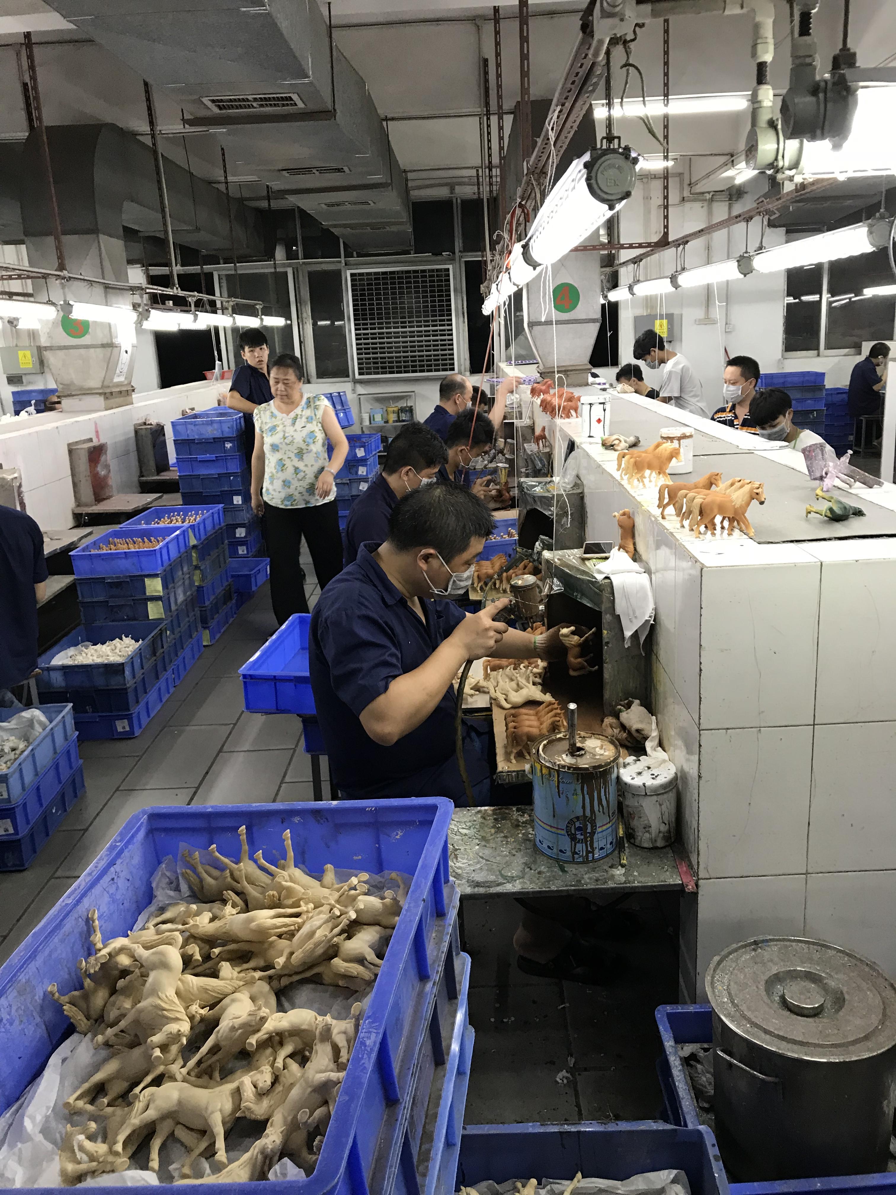 Herstellung von Schleich-Pferden in der Fabrik Lovable