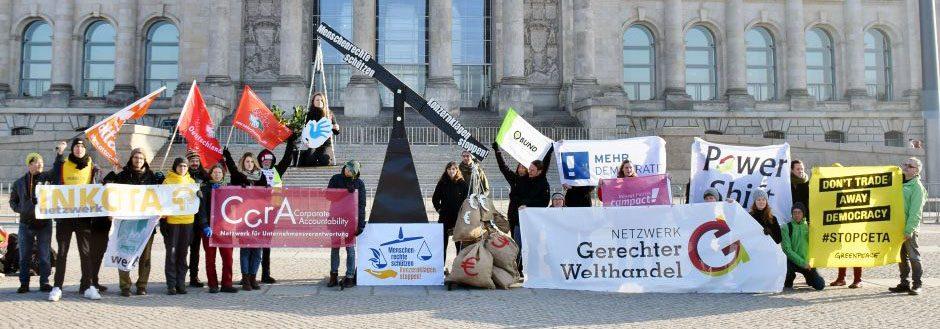 Protestaktion für Menschenrechte in der Wirtschaft vor dem Bundestag am 22.01.2019