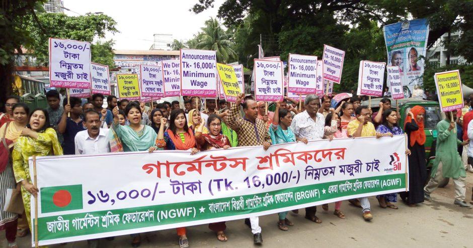 Textilarbeiter in Bangladesch protestieren für einen Mindestlohn von 16000 Taka - 167 Euro