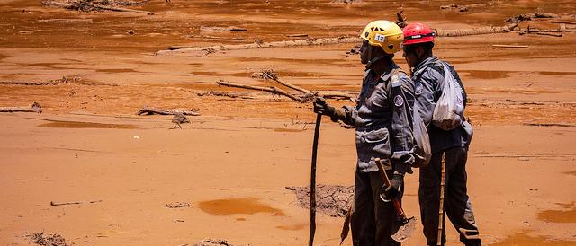 Aufräumarbeiten vor den brauchen Schlammmassen des Dammbruchs von Brumadinho