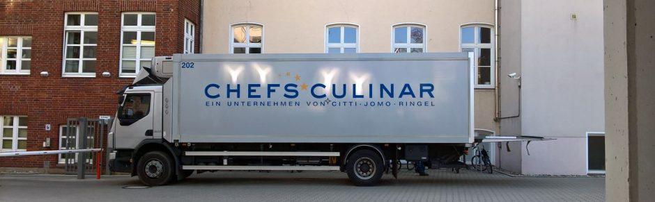 LKW von Chefs Culinar beim Liefern von Lebensmitteln