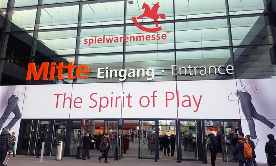 Eingang zur Spielwarenmesse in den Nürnberger Messehallen