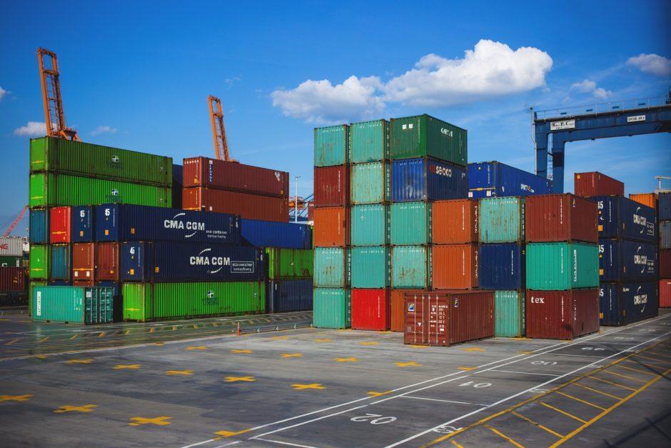 Bunte Container zur Verladung