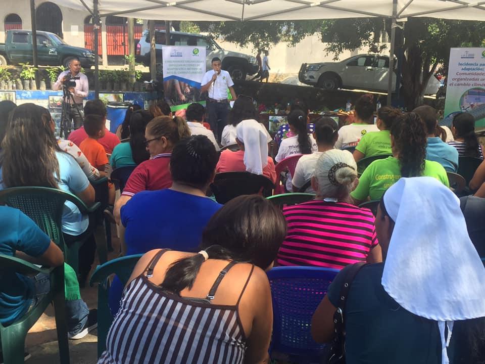 Ansammlung von Zuhörern bei UNES-Schulung