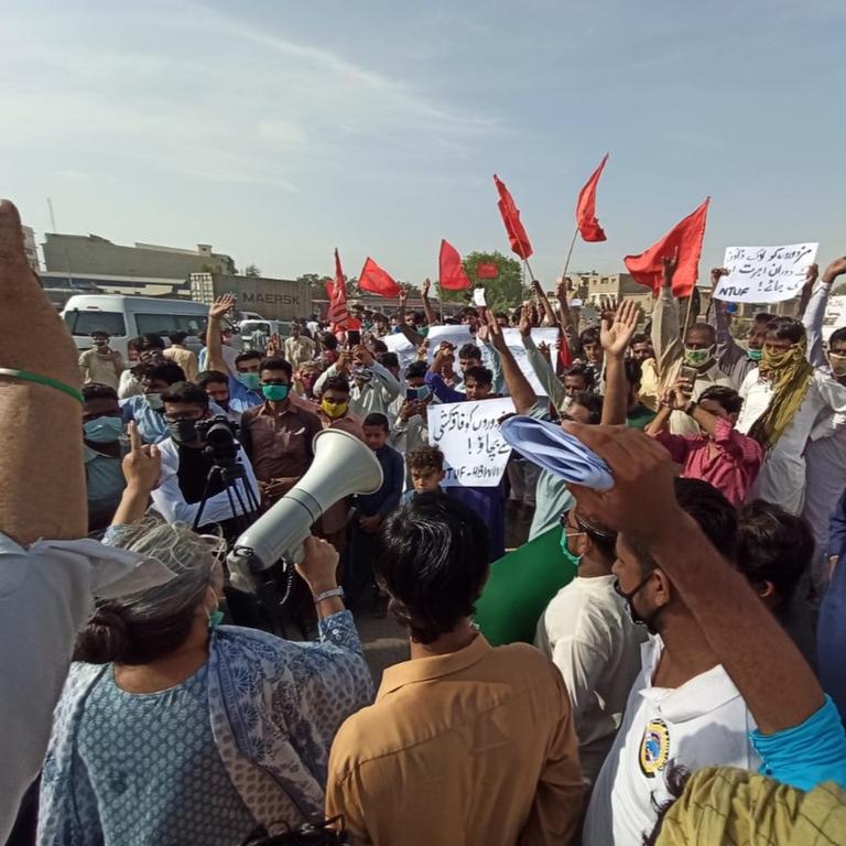 versammelte Menschenmenge in Pakistan