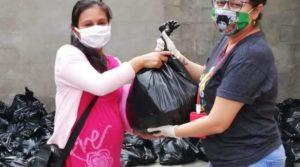 Lebensmittelpaketverteilung in El Salvador in der Corona-Pandemie