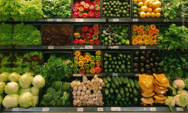 Lebensmittel im Supermarktregal